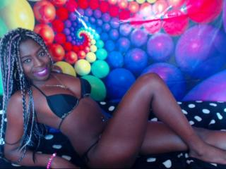 Tatihornyy webcam strip tease