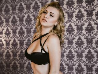 EmiliaG nude sex