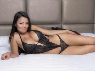 VeronicSaenz - online show sexy with this shaved sexual organ Sexy babes